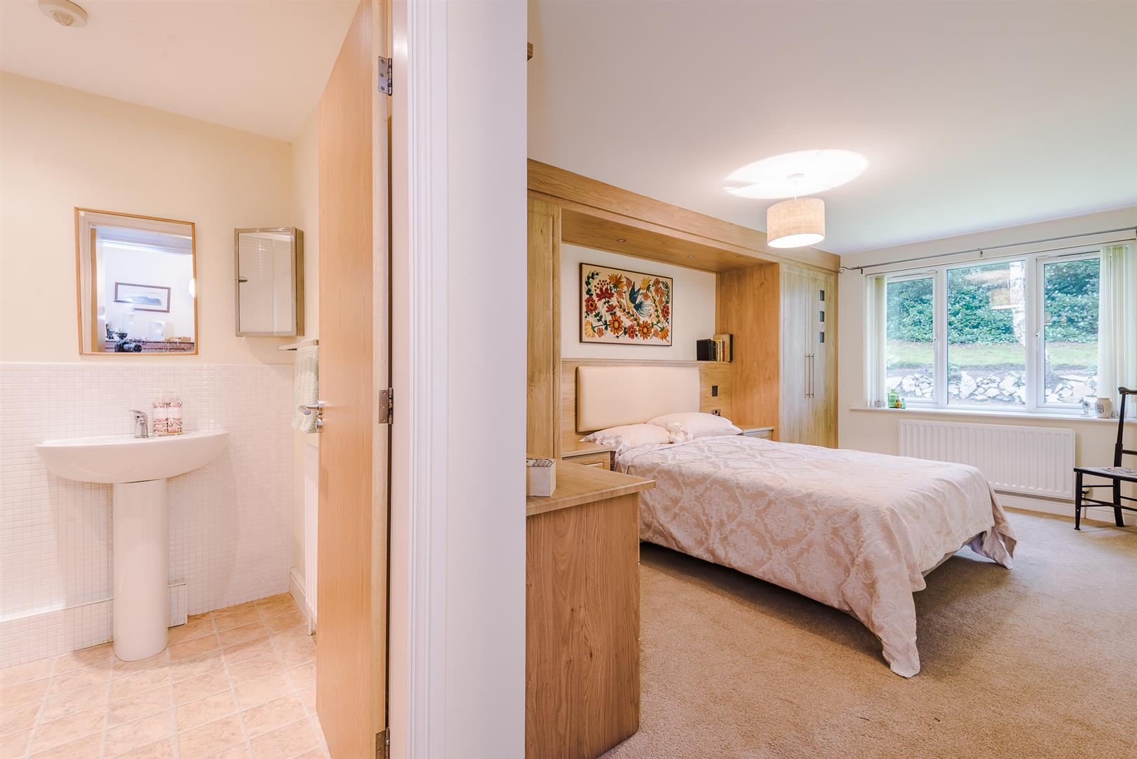 2 Bedroom Apartment Sale Agreed Image 6